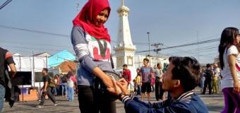 Romantis, Nanang Alumni UNY Lamar Kekasihnya saat Gerhana Matahari
